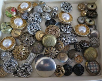 Buttons / Vintage Metal Buttons