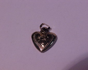 10k yellow gold heart pendant/charm-1.00 shipping to the continental USA or Canada