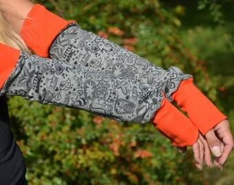 Arm warmers grey comic motifs