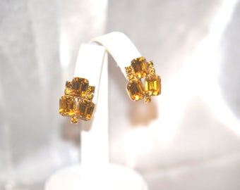 Vintage Earrings Topaz Color Rhinestone Screw Back in Gold Tone