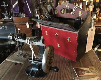Toy Sewing Machine, Singer, very solid