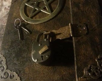 Medieval grimoire leather journal locking padlock with 2 keys folds for protection