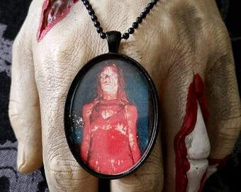 Carrie cameo necklace