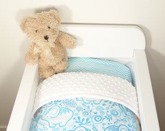 Bassinet quilt and fitted sheet OR bassinet quilt ONLY - Blue/aqua elephants