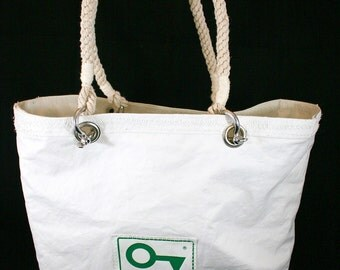 Handcrafted bag made in Italy from upcycled sail