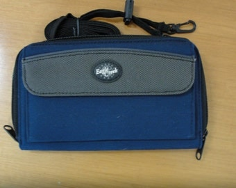 REDUCED! Vintage Eagle Creek navy waterproof nylon wallet with shoulder strap