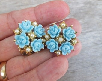 Charming Vintage Light Blue Thermoset Rose Flower Pearl Button Clip On Earrings
