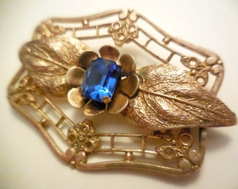 Art Déco. Beautiful vintage metal golden brooch with glass rhinestone 1930
