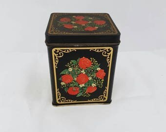 Vintage Tin drum, cookie jar, tea or coffee. With beautiful roses.   English style Antique box.