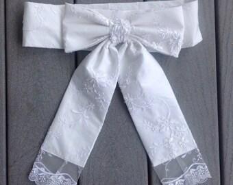 White Lace Bow belt, Wedding Lace Belt, Wedding Lace Sash, Beaded lace Belt Sash, Lace overlay Sash Big Bow Sash for Flower Girl