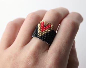 Heart ring, black band ring, beaded ring, miyuki peyote ring