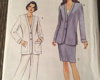 "Vintage ""Very Easy/ Very Vogue"" Petite Jacket, Skirt & Pant Pattern: Sz; 8-12"