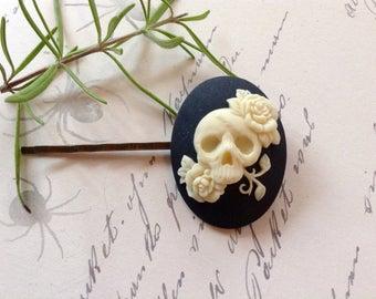 Gothic Off White And Noir Skull Hair Clip