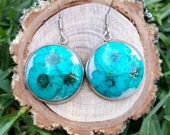Real flower and resin dangle earrings