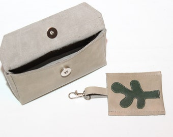 Stone colored leather pencil case with key pendant, sunglass case in stone color. Cow-hide leather cosmetic pouch. Natural leather pouch
