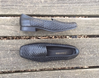 Shoes - Size 7 Black Leather Woven Slip Ons Flats Loafers St Johns Bay Womens