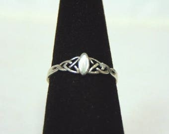 Womens Vintage Estate Sterling Silver Eternity Knot Ring w/ Stone 1.3g E3073