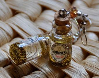 Earring  inspired by the famous Guinness beer , in a glass bottle - Collana ispirata alla famosa birra Guinness, in bottiglia di vetro