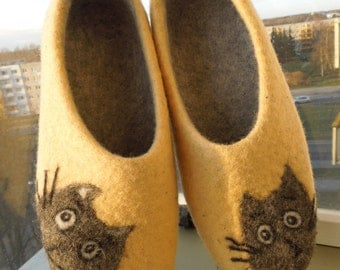 Felted slippers Handmade House shoes. Womens slippers Women shoes Cats Handmade slippers Woolen clogs  Gift for her Traditional felt