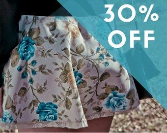 SALES, 30% OFF, romantic mini skirt, blue flowers print with lace, short skirt, elastic waistband, vintage print, size Large
