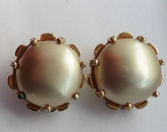 Classic Nettie Rosenstein White Earrings
