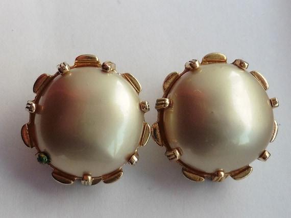 Classic Nettie Rosenstein White Earrings