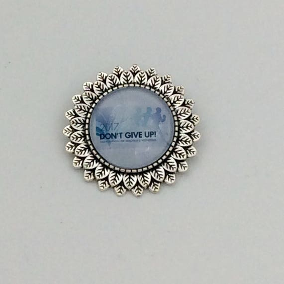 "JW Leaf Circle Pin, Available in 7 design/Colors, Blue Velvet Gift Bag Included! Approx. 1.25"" Circle"