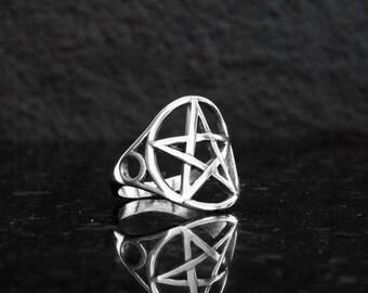 Pentagram ring, pentacle ring, sterling silver, silver pentagram, wiccan ring, pagan ring.