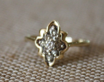 Beautiful Vintage Cluster Ring, 10K Yellow Gold and Diamond Cluster Ring, Star Shaped Diamond Cluster Ring, Vintage Jewelry, Gift For Her