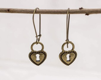 Long earrings with lock in bronze