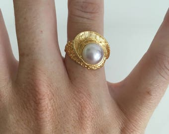 1980's Pearl Crowned Ring