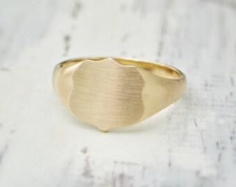9ct gold shield signet ring - 9ct yellow signet ring - Mens signet ring - Shield signet ring - Can be engraved - British vintage jewellery