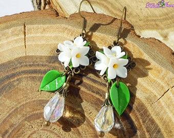 Earrings white lilac Drop earrings white flowers Earrings with crystal Earrings lilacs Wedding jewelry Bridesmaid gift Jewelry flowers