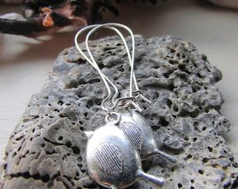 Robin earrings , Tibetan silver robin charm earrings , Silver plated kidney wire earrings  , Bird earrings , Gifts for her