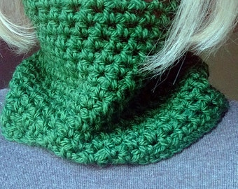 Crochet green cowl neckwarmer in wool, warm soft infinity scarf for Christmas, for women and men, customizable grunge style READY TO SHIP