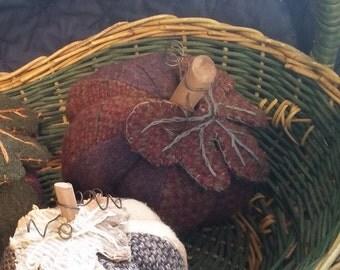 Prim bowl filler/pumpkin