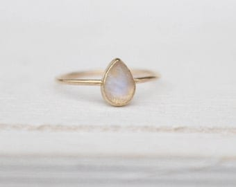 14 k goldring teardrop moonstone