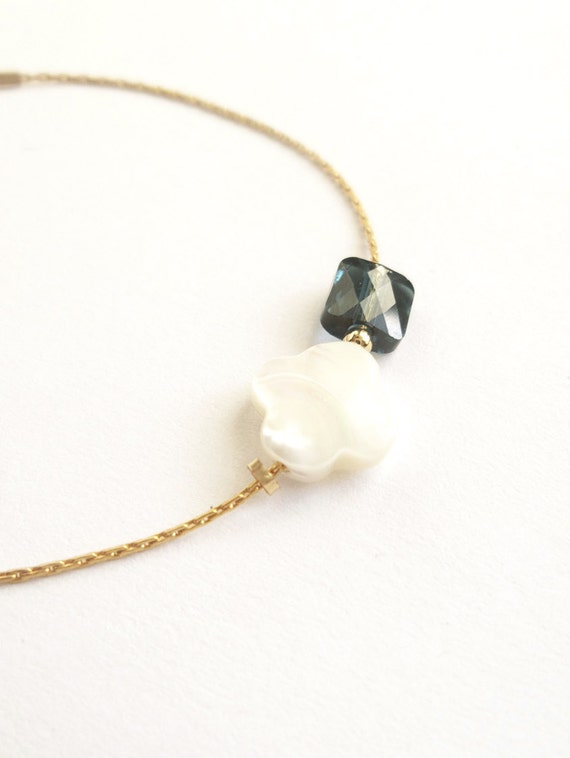 Bracelet white clover in Pearly glass and Pearl Square gold plated chain bracelet dark blue Swarovski Crystal modern minimalist