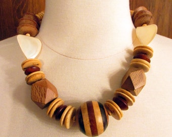 Wooden Beaded Necklace//Bohemian Necklace//Jewelry//Vintage Necklace