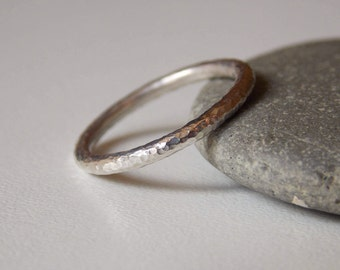 Silver fine and modern hammered ring