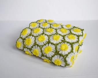 Vintage Daisy Afghan Handmade, Circle Daisy Afghan - Vintage Baby Blanket - Hand Crocheted Afghan - Daisy Throw Blanket - Vintage Nursery