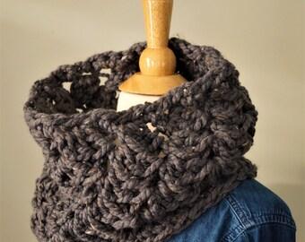 Chunky Cowl / Infinity Scarf Cowl / Graphite / Crochet