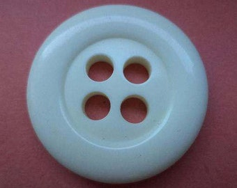 8 large buttons 29mm cream white (5704)