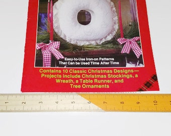1982 never used Plaid Enterprises #7648 Christmas in Candlewicking