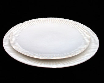 Handmade white ceramic dinner plate with vintage looking ribbed edge, rustic pottery plate, white clay plate, part of dinnerware set, 23,5cm