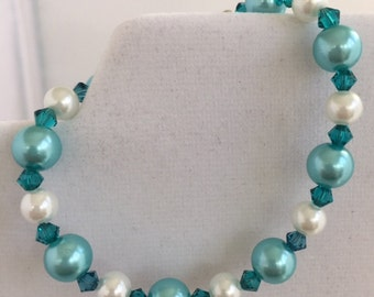 Green and white pearl bracelet