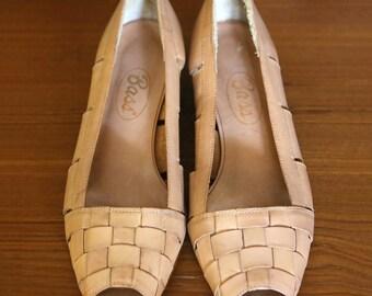Vintage Bass Sz 8M Blonde Woven Leather Low Wedge-Heel Peep-Toe Flats