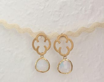 Elegant gold earrings with clover and Opal noble hanging earrings