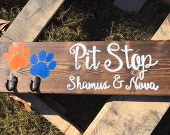 Wood dog leash holder, Wood Signs, Custom, Handmade, Pet Lover Gift, Leash Holder, Dog Names
