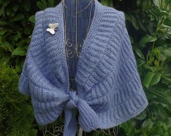 Delicate shoulder stole in bleu